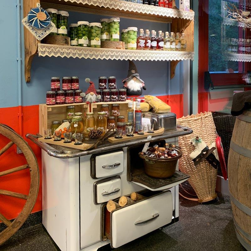 Bottega-negozio-artigianato-souvenir-San-Martino-Castrozza-Tognola