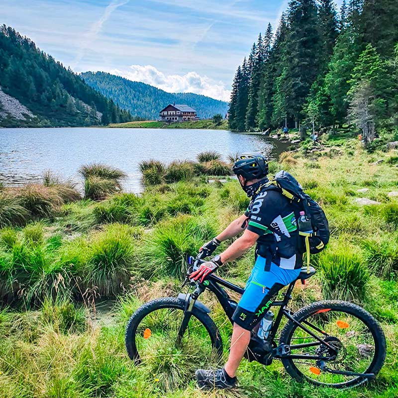 Tour-ebike-lago-Calaita-Alpe-Tognola-Dolomiti